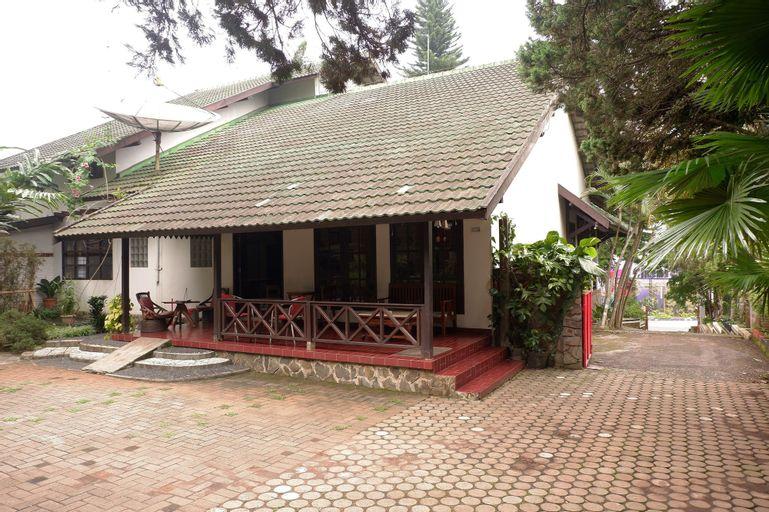 OYO 604 Cemara's Homestay, Malang