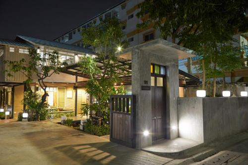Uncle Loy's Boutique House, Bangkok Noi