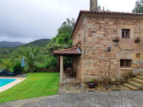 House with one bedroom in Caminha with wonderful mountain view private pool enclosed garden 12 km fr, Caminha