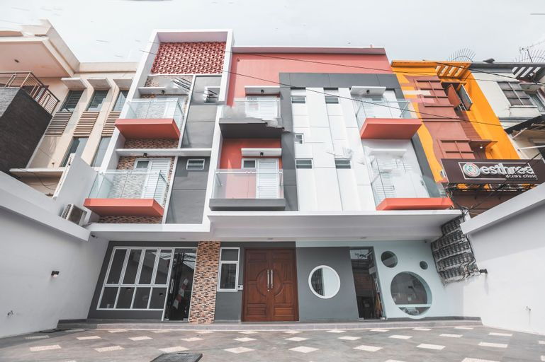 OYO 1487 Residence Khoe Near RS Royal Taruma, West Jakarta