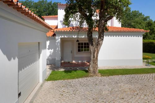 Luxury Golf Villa for 10 private garden & pool, Palmela