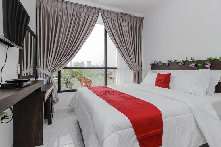 Reddoorz Plus @ Mampang Prapatan, South Jakarta