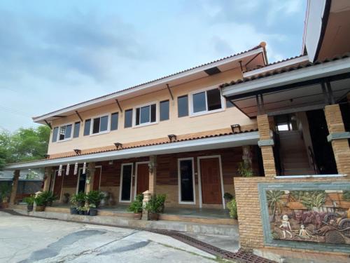 โรงแรมภูน้ำฟ้า - Phunumfha Hotel ชุมแพ, Chum Phae