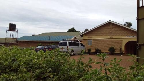 Rainbow Motel, Mawogola
