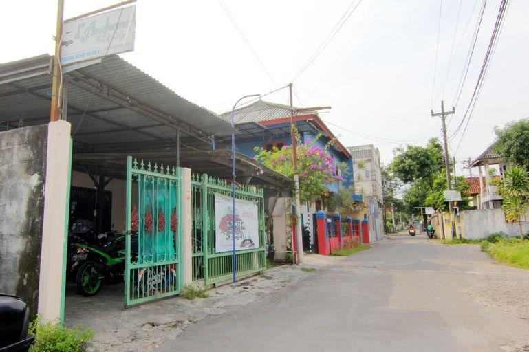 D Angkringan Wisma Sarjana, Yogyakarta