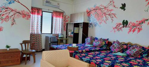 Cherry Blossom FAN ONLY Family Room at Casa Bolo- beach house, 15mins to Hundred Island, Alaminos City