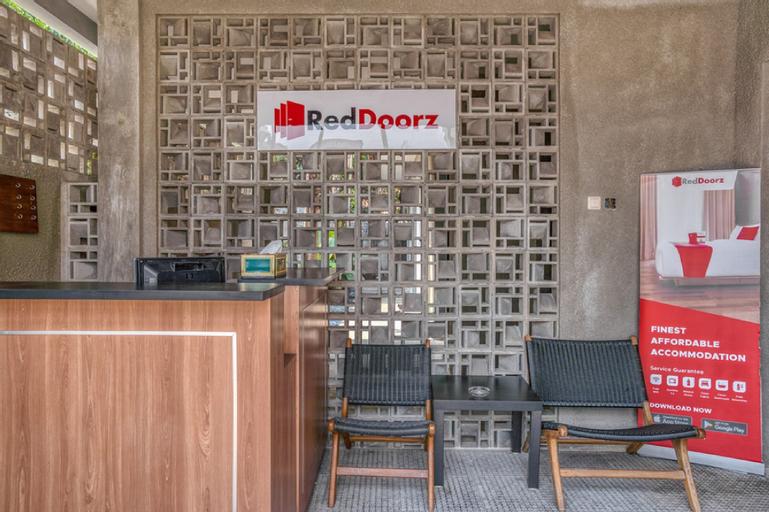 RedDoorz Premium @ Cilandak Timur 2, Jakarta Selatan
