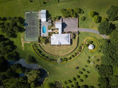 Magnificent Karaka Estate w/Swimming Pool, Franklin