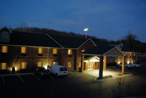 Mountain Inn & Suites Airport - Hendersonville, Henderson