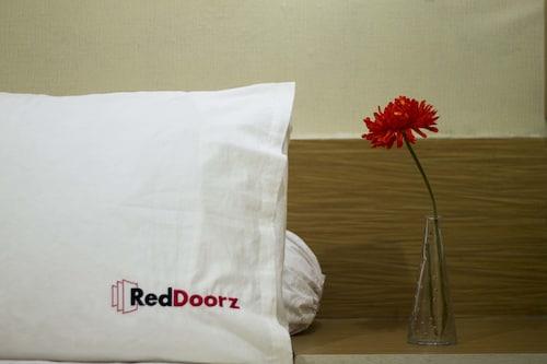 RedDoorz Plus @ Tanjung Duren, West Jakarta