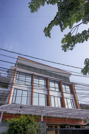 RedDoorz Plus @ Mampang Prapatan, Jakarta Selatan