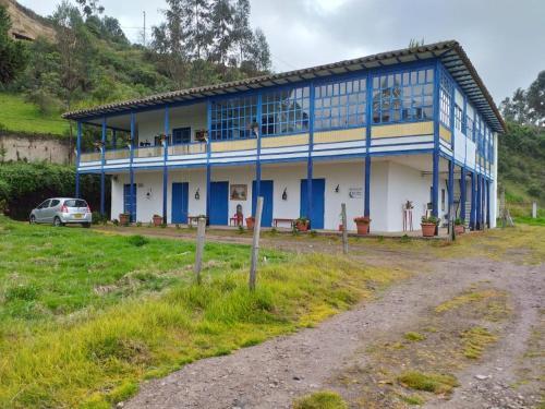 Penaflor camino al Santuario de las Lajas, Sucumbíos