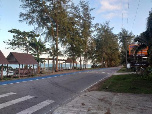 White Beach Resort, Bang Saphan