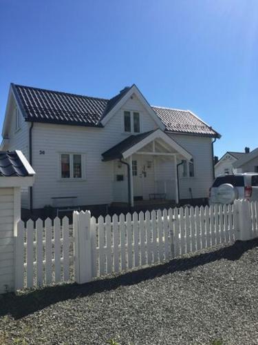 Lofoten, Nordlandshus i Kabelvag, Vågan