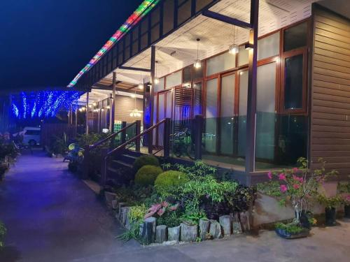 Chan's Holiday Inn, Semporna