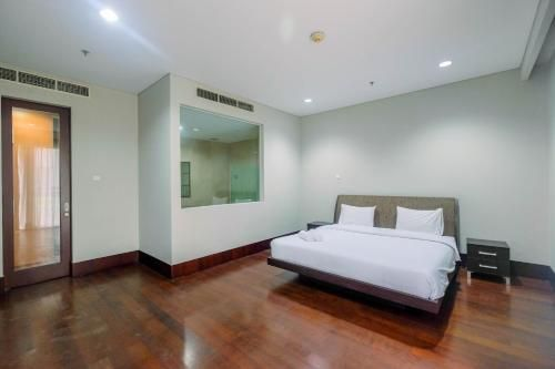 Low Rise 3BR Pearl Garden Apartment By Travelio, Jakarta Selatan