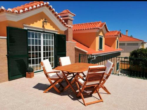 House with 4 bedrooms in Abelheira with wonderful sea view enclosed garden and WiFi 3 km from the be, Lourinhã