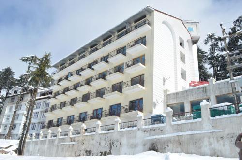 Hotel Trinetra Resorts, Udhampur