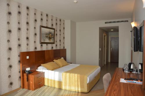 Grand Karot Hotel, Merkez