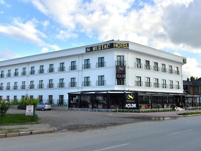 Sertac Hotel, Merkez