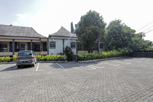 RedDoorz Plus near Farmhouse Lembang, Bandung
