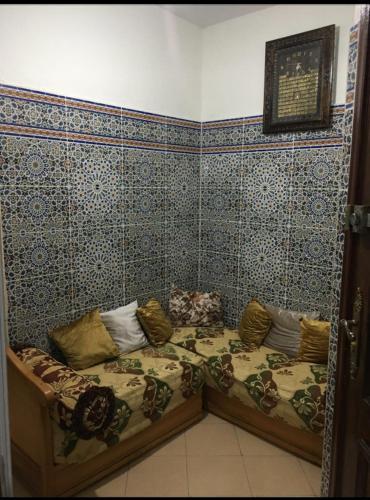 room for girl, Casablanca