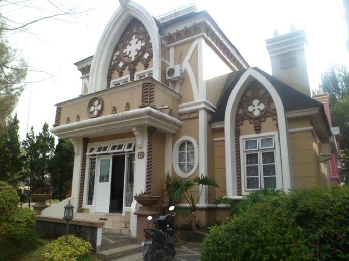 Kota Bunga EE, Cianjur