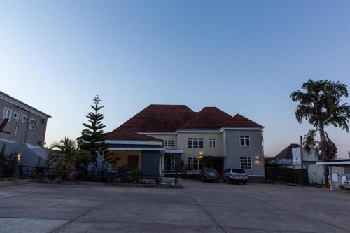 Shartell Hotels, Jos North