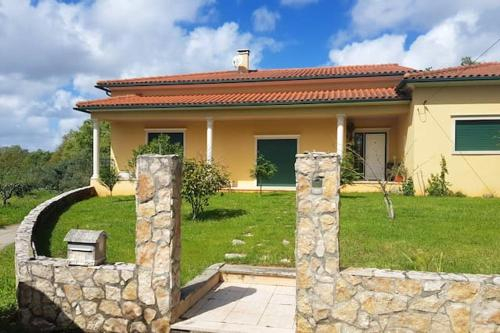 House with 4 bedrooms in Leiria with enclosed garden and WiFi, Ansião