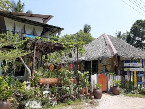 Koh Phayam Joy's Bungalows, Muang Ranong