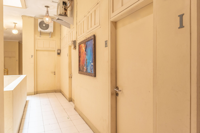 OYO 1111 Passer Baroe Inn Near RS Siloam Pasar Baru, Central Jakarta