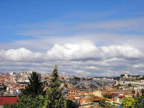 House with 2 bedrooms in Vila Nova de Gaia with wonderful city view furnished terrace and WiFi 3 km , Vila Nova de Gaia