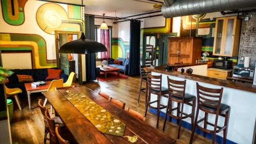 The Good Will Engine Company Designer Hostel with Private Deluxe Apartment, Providence