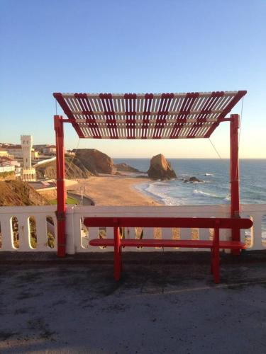 House with 5 bedrooms in A dos Cunhados with wonderful sea view enclosed garden and WiFi 50 m from t, Torres Vedras