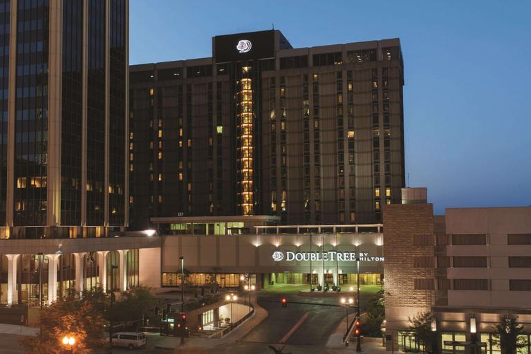 DoubleTree by Hilton Omaha Downtown, Douglas