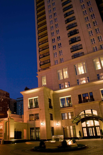 Waldorf Astoria Chicago, Cook