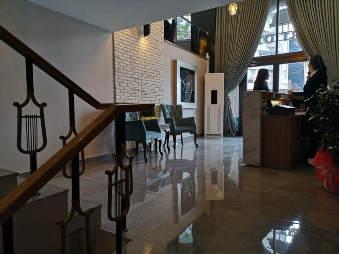 Start Hotel, Merkez