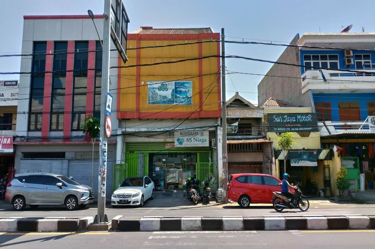 OYO 2354 3 Point Residence, Surabaya