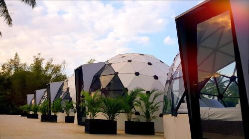 Adventure Dome Resort, Kaeb