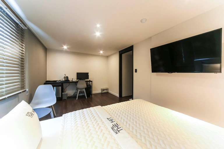 Hotel The Hit, Yeonje