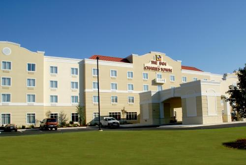 The Inn at Charles Town / Hollywood Casino, Jefferson