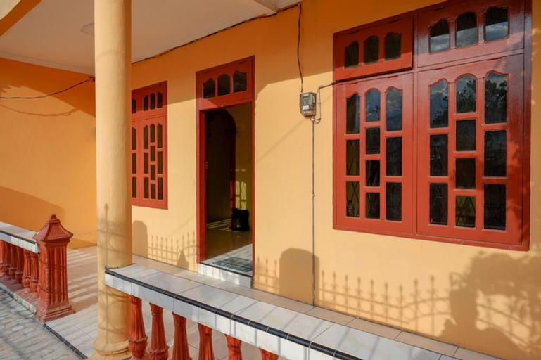 RedDoorz near Universitas Alkhairaat Palu, Palu