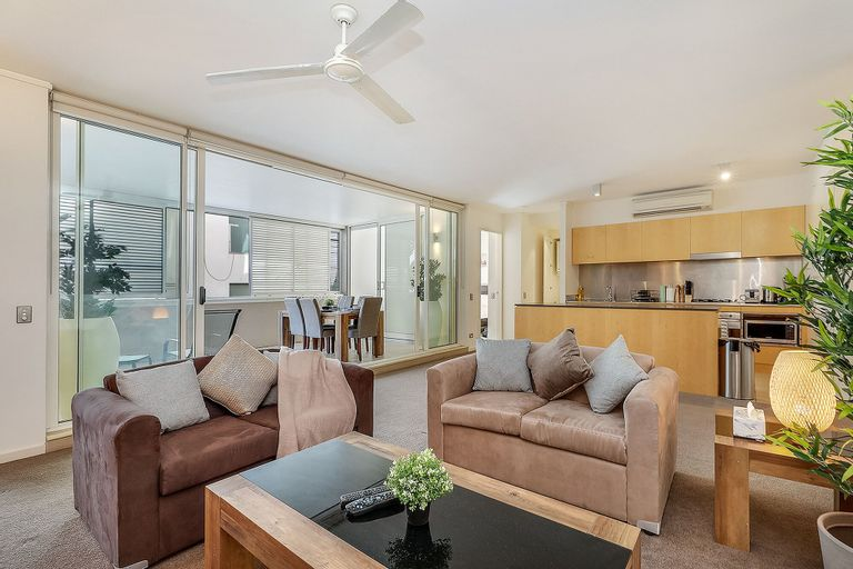 Sophisticated Apartment Near Beachfront, Waverley