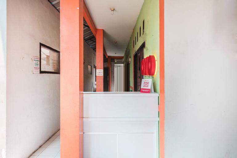 OYO 1756 Amira Guest House, Bekasi