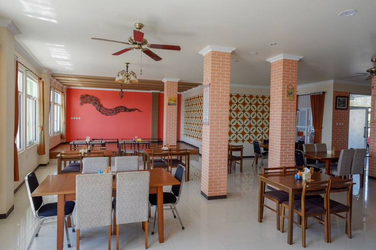 RedDoorz Plus Syariah @ Hotel Boulevard Luwuk, Banggai