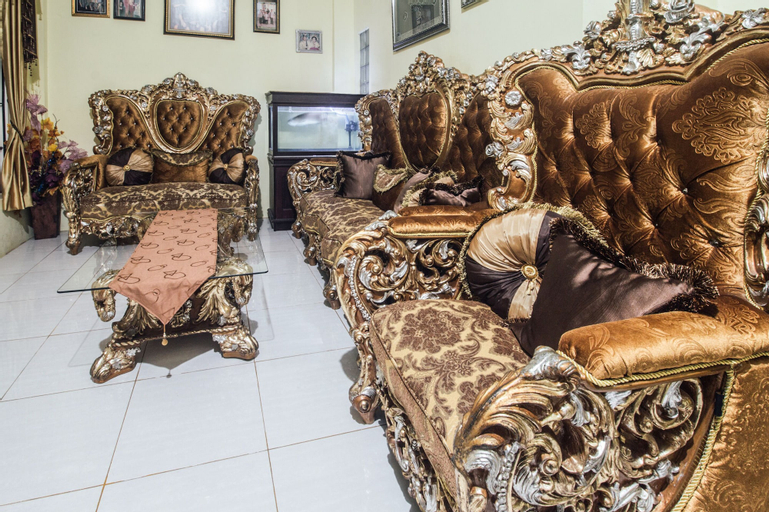 OYO 2165 Alyah Guest House Syariah, Ambon