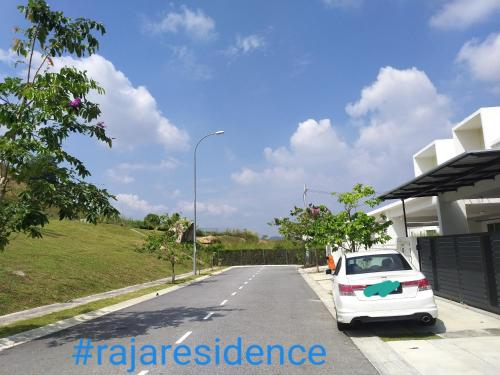 Raja residence cozy homestay 4 rooms 4bathrooms near d'Tempat country club, Seremban