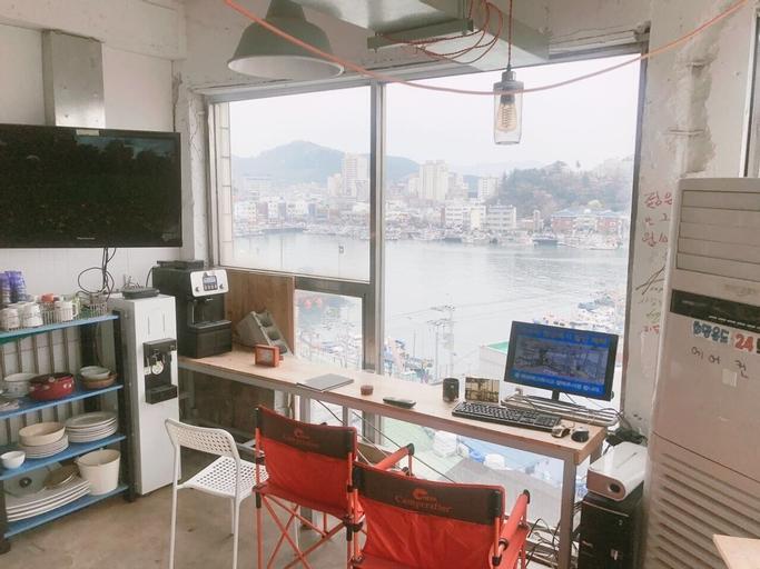 Life Guesthouse - Hostel, Tongyeong