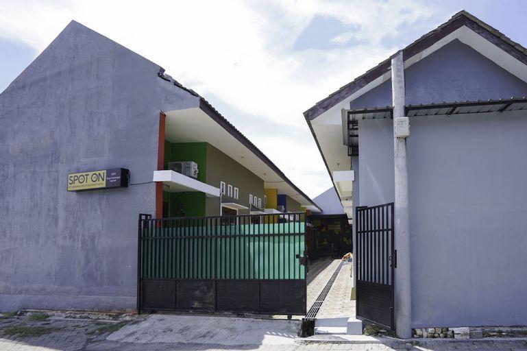 SPOT ON 2591 Griya Demangan Syariah, Madura Island