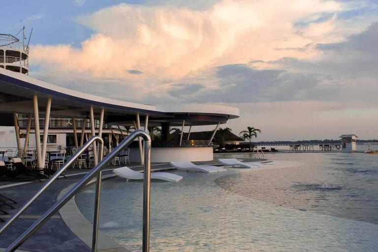 Doulos Phos The Ship Hotel, Bintan